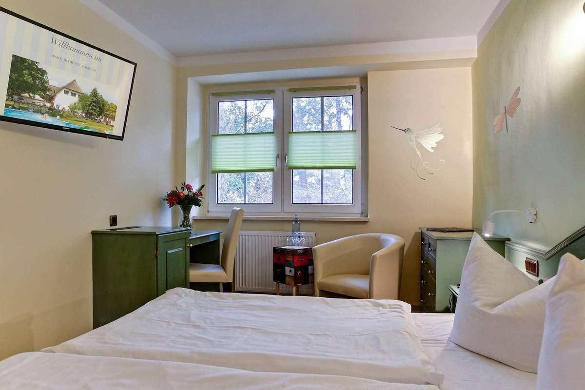 Kleiner Kühlschrank Im Hotelzimmer : Hotelzimmer bild von center hotel alte spinnerei burgstädt